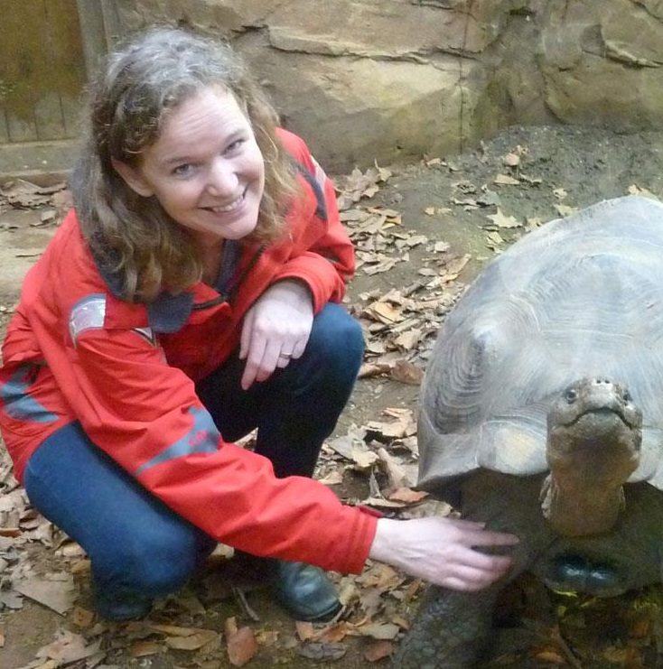 Karro och Sabrina Brando klappar jättesköldis London Zoo - Kopia